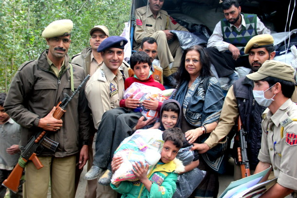 Uday Foundation team with JK Police helping Jammu Kashmir Flood Victims